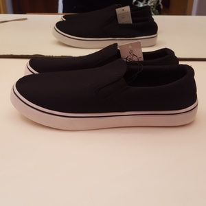 sole mates Shoes - NWT SOLE MATES BLACK CANVAS SNEAKERS - SIZE 10